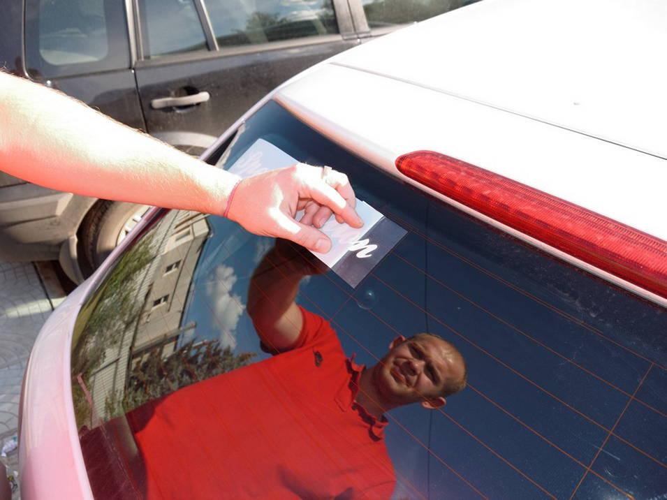 Как наклеить бумагу на машину